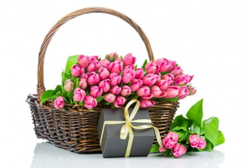2017Nature___Flowers_Bouquet_of_pink_tulips_in_a_basket_with_a_gift_on_a_white_background_120124_555.jpg